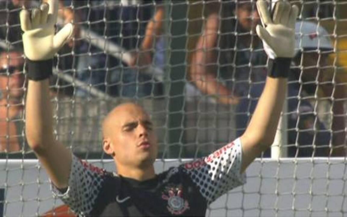 Em tarde inspirada de Júlio César, Corinthians vence o Palmeiras por 1 a 0