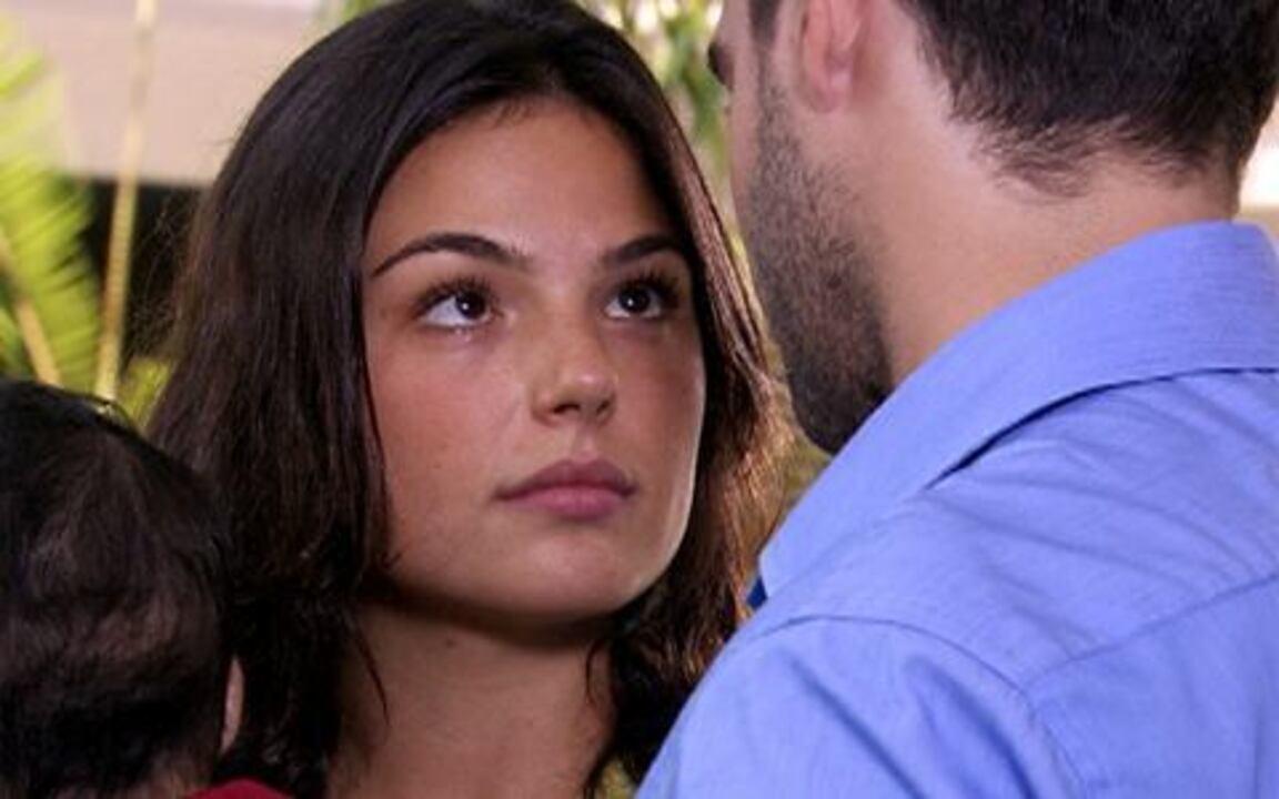 Ti ti ti - capítulo de quinta feira, dia 10/02/2011, na íntegra - Marcela e Renato quase se beijam, mas são interrompidos por Giancarlo