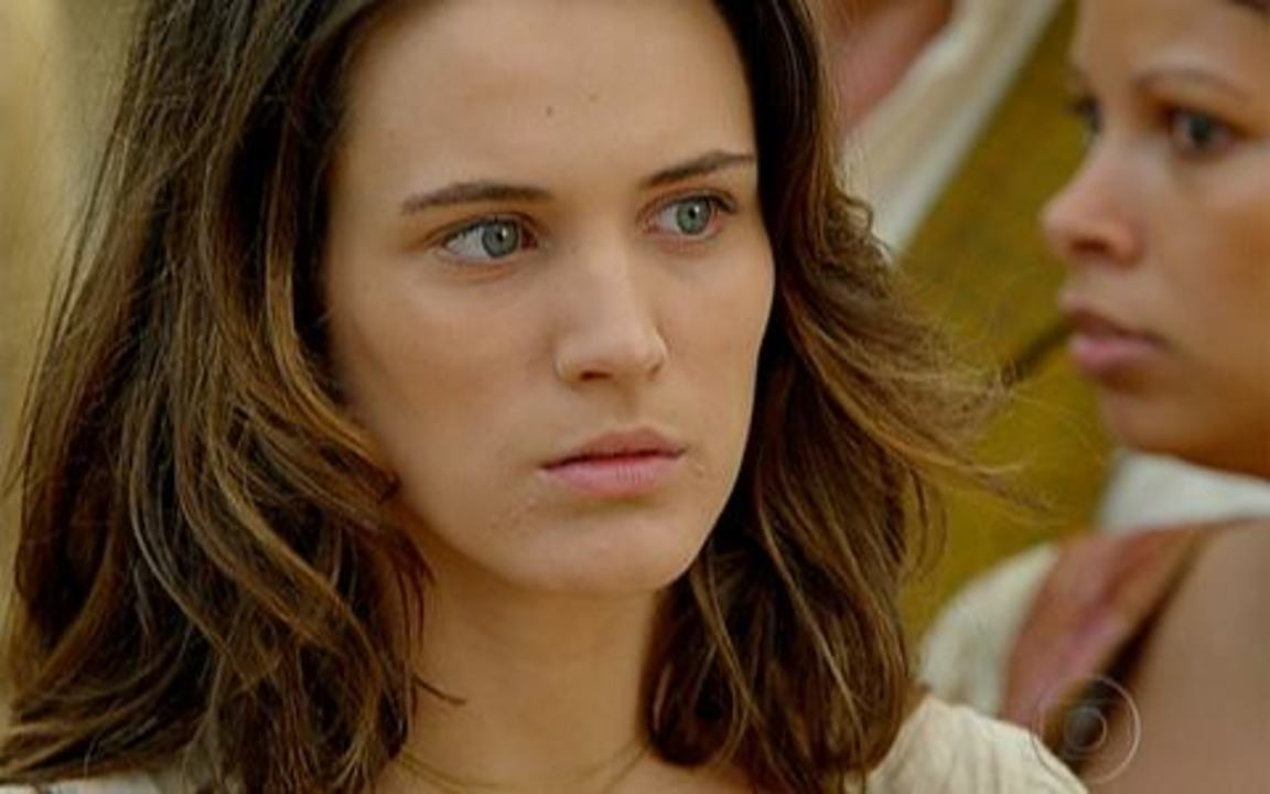 Capítulo de 11/04/2011 - Em tempos de guerra nasce a princesa Aurora. Os reinos de Seráfia fazem um acordo para selar a paz. Rainha Cristina morre e entrega a filha para Virtuosa.