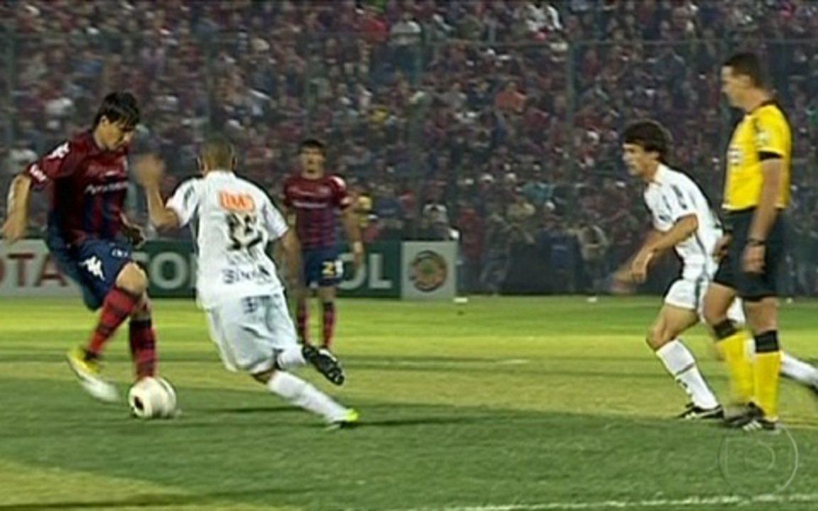 Veja gol de Zé Love na semifinal da Libertadores de 2011