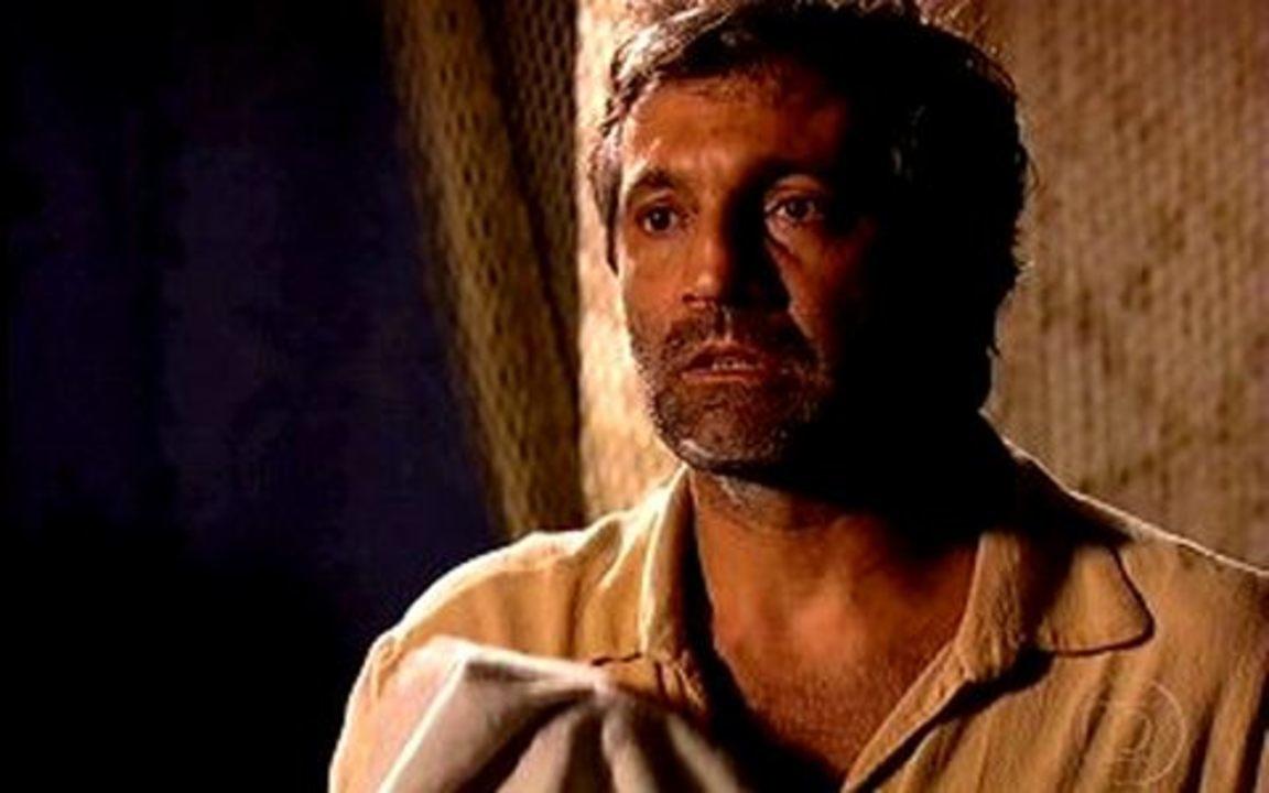 Capítulo de 07/06/2011 - Herculano afirma que defenderá Jesuíno. Batoré prende Inácio e chantageia Antônia. Inácio diz que não casará com Antônia. Jesuíno invade o acampamento de Herculano e ele fica surpreso com a ousadia.
