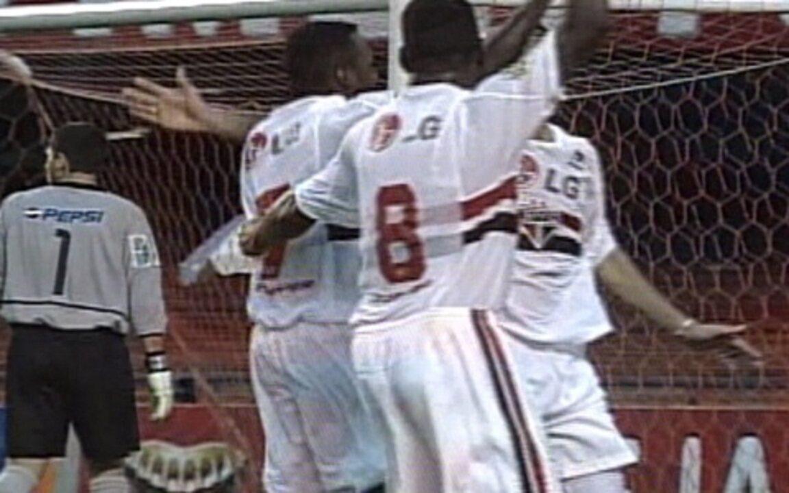 Em 2003, São Paulo 3 x 0 Corinthians pelo Brasileirão