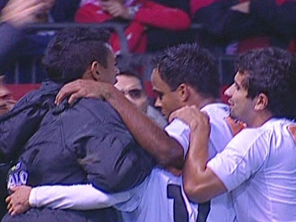 Róger Guedes celebra gol importante e garante estar feliz no Atlético-MG