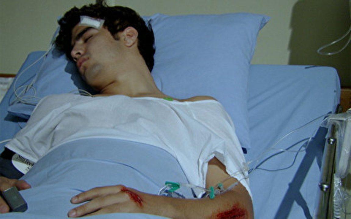 Fina Estampa - Capítulo de quinta-feira, 08/09/2011, na íntegra - Griselda encontra o filho acidentado na UTI