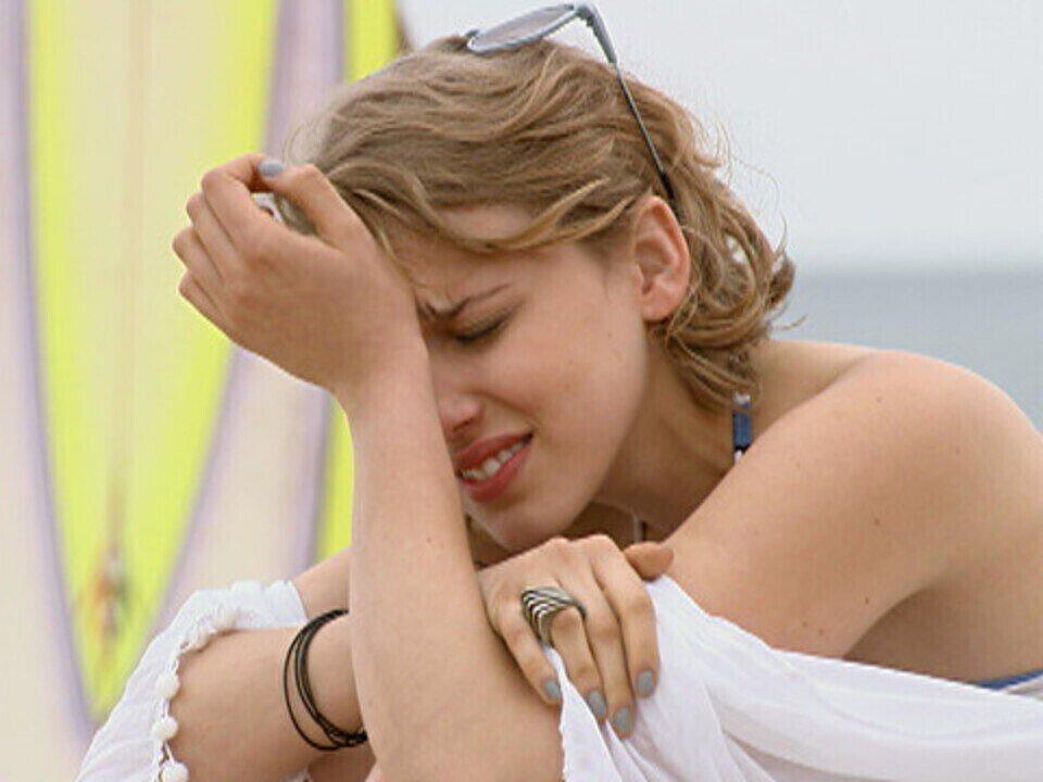 Malhação - capítulo de quarta-feira, dia 23/11/2011, na íntegra - Babi dispensa Betão e depois se arrepende