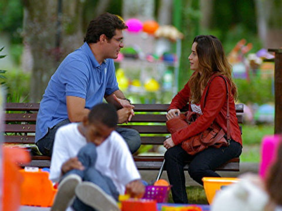 A Vida da Gente - capítulo de segunda-feira, dia 12/12/2011, na íntegra - Ana aceita sair com Lúcio