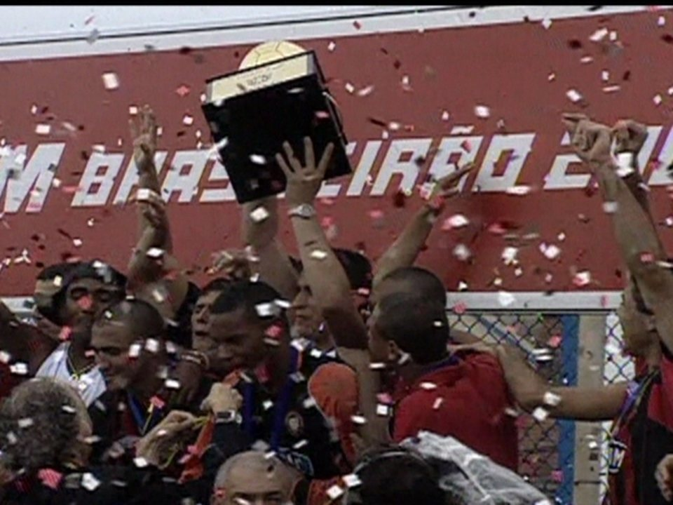 Em 2001, Atlético-PR vence São Caetano por 1 a 0 e é campeão brasileiro