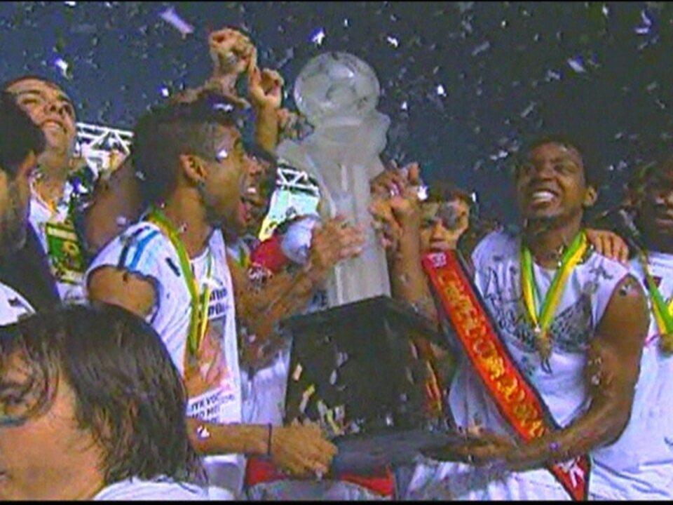 Em 2006, Flamengo vence o Vasco por 1 a 0 e conquista a Copa do Brasil