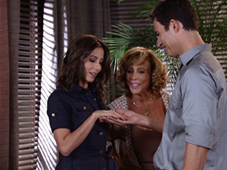 Fina Estampa - Capítulo de Sexta-feira, dia 16/12/2011, na íntegra - Juan Guilherme pede Letícia em casamento