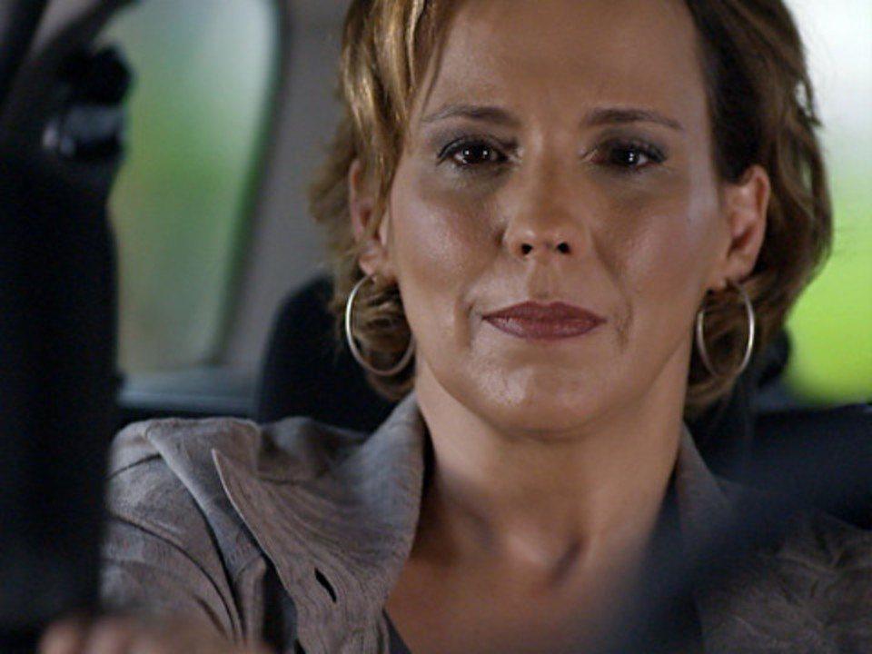 A Vida da Gente - Capítulo de sexta-feira, 23/12/2011, na íntegra - Eva segue Ana ao vê-la sair com Rodrigo
