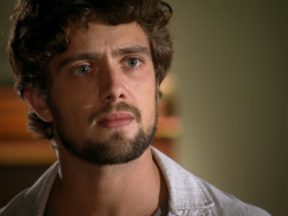 A vida da gente - capítulo de sábado, dia 14/01/2012, na íntegra - Rodrigo avisa a Nanda que Lui sofreu um infarto