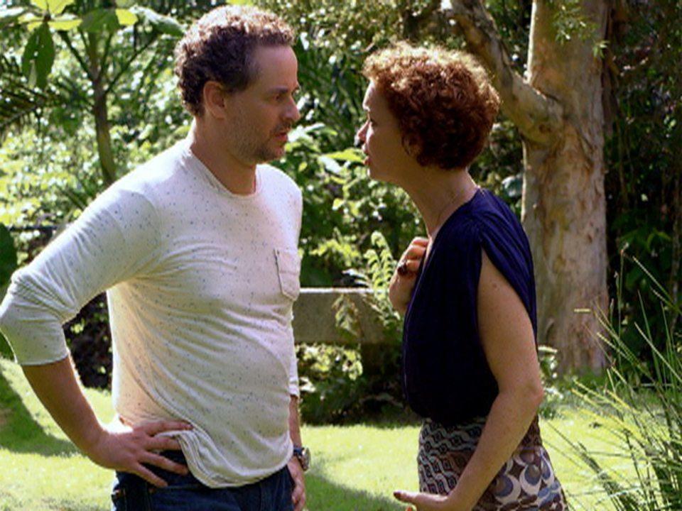 Fina Estampa - Capítulo de terça-feira, 21/02/2012, na íntegra - Paulo e Esther discutem, mas acabam se beijando