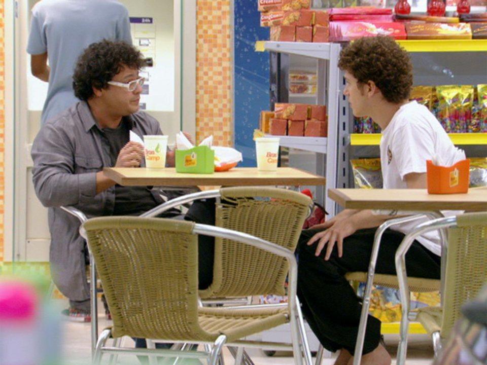 Malhação - Capítulo de quinta-feira, 23/02/2012, na íntegra - Fabiano convida Gabriel para atuar em série de TV