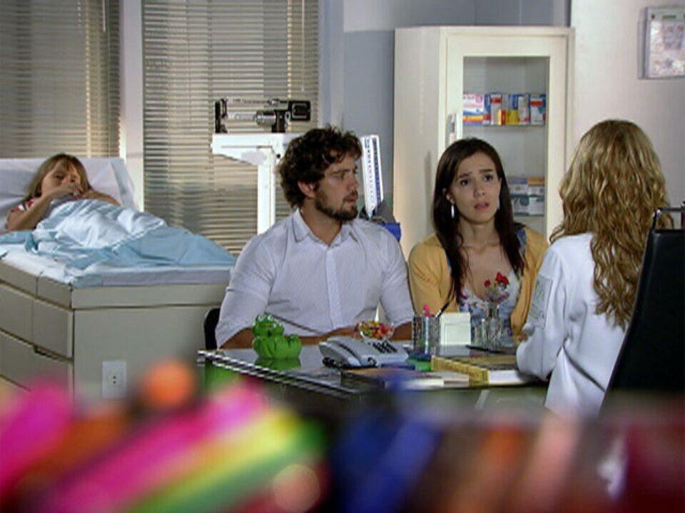 A vida da gente - capítulo de sábado, dia 25/02/2012, na íntegra - Celina avisa que Júlia precisa ser internada