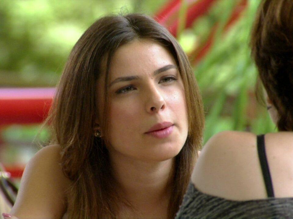 Malhação - Capítulo de quarta-feira, dia 04/04/2012, na íntegra - Cristal exige que Alexia fique longe de Gabriel