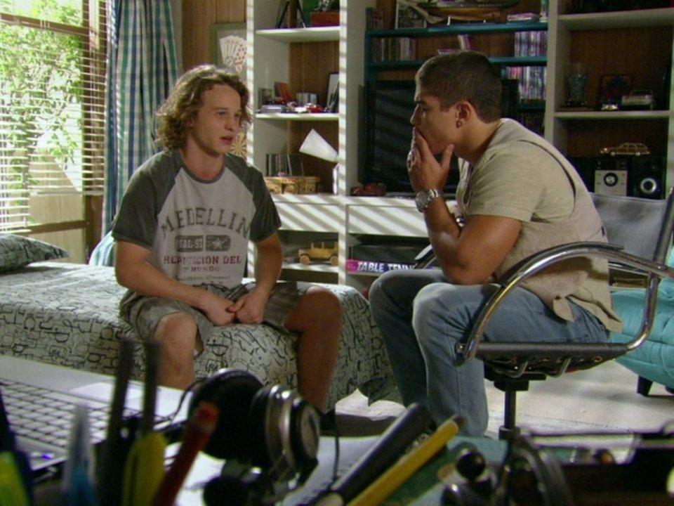 Malhalção - Capítulo de quarta-feira, dia 18/04/2012, na íntegra - Filipe aconselha Jefferson a contar verdade a Débora