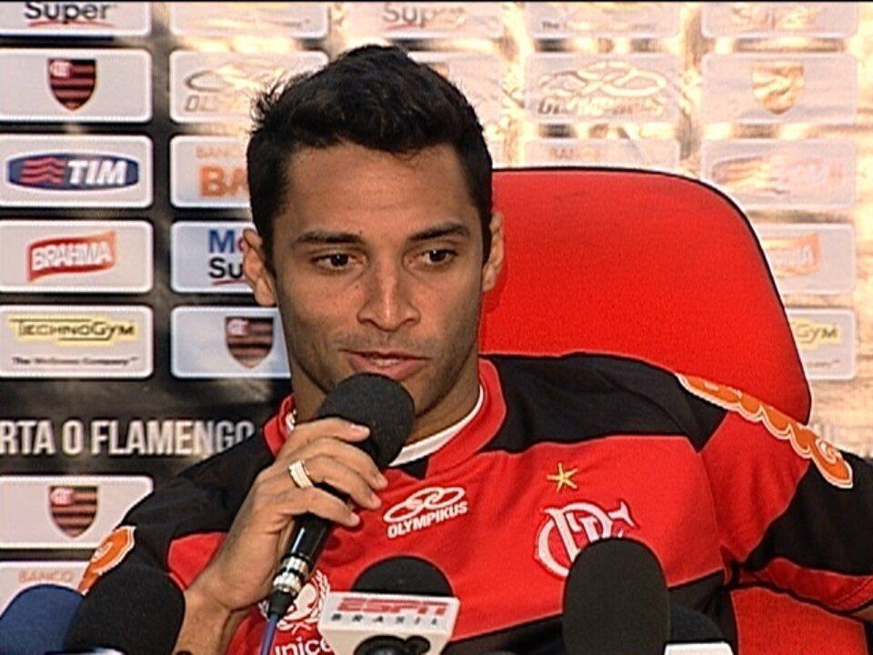 Meia Ibson foi apresentado para iniciar a terceira passagem pelo Flamengo