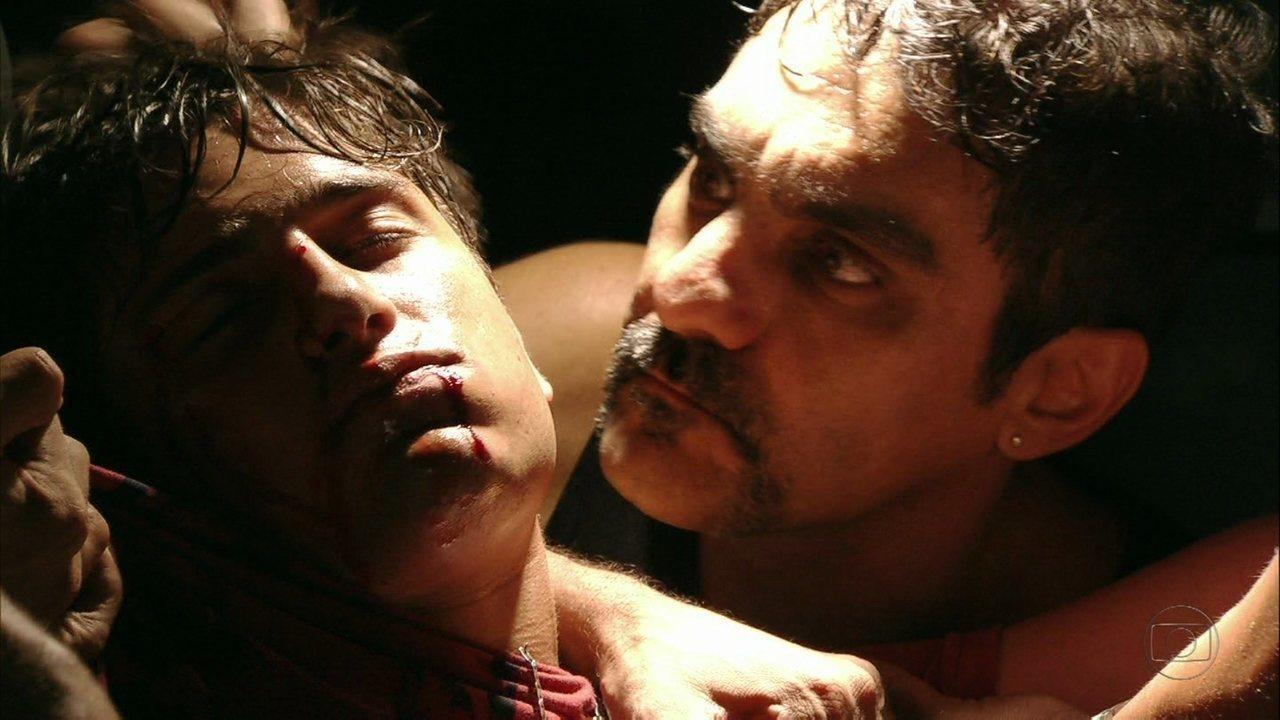 Avenida Brasil - Capítulo de terça-feira, dia 26/06/2012, na íntegra - Roni enfrenta Ramón e Suelen se desespera
