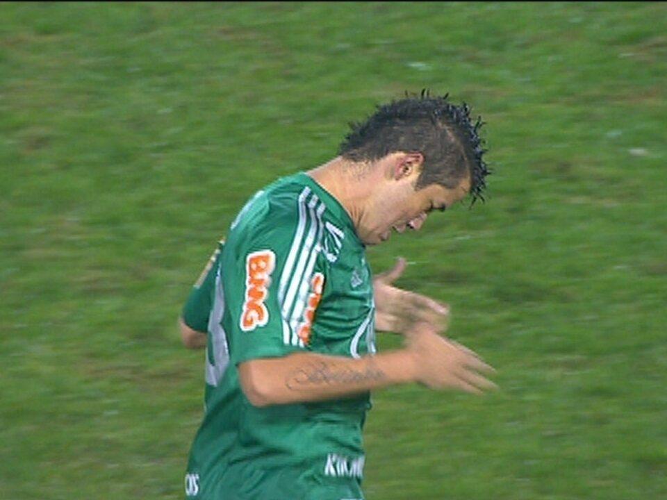 Gol do Palmeiras! Marcos Assunção cobra falta, Betinho desvia e empata aos 20 do 2º tempo