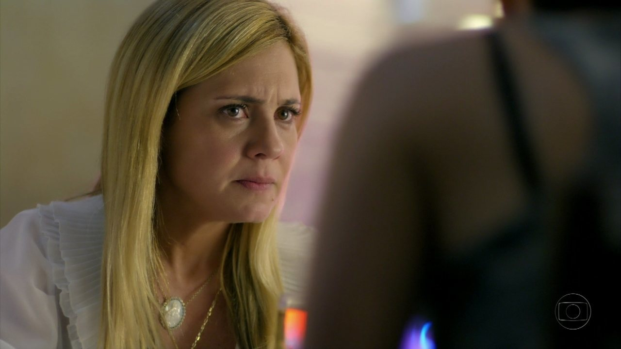 Avenida Brasil - capítulo de quinta feira, dia 12/07/2012, na íntegra - Carminha acusa Nina de mentirosa e pergunta se ela conhece Rita