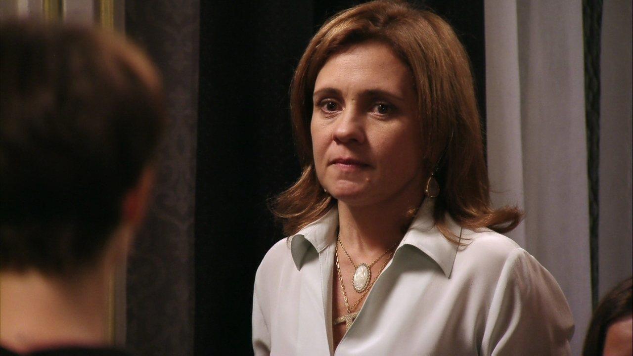 Avenida Brasil - Capítulo de sábado, dia 04/08/2012, na íntegra - Carminha chama Nina ao seu quarto