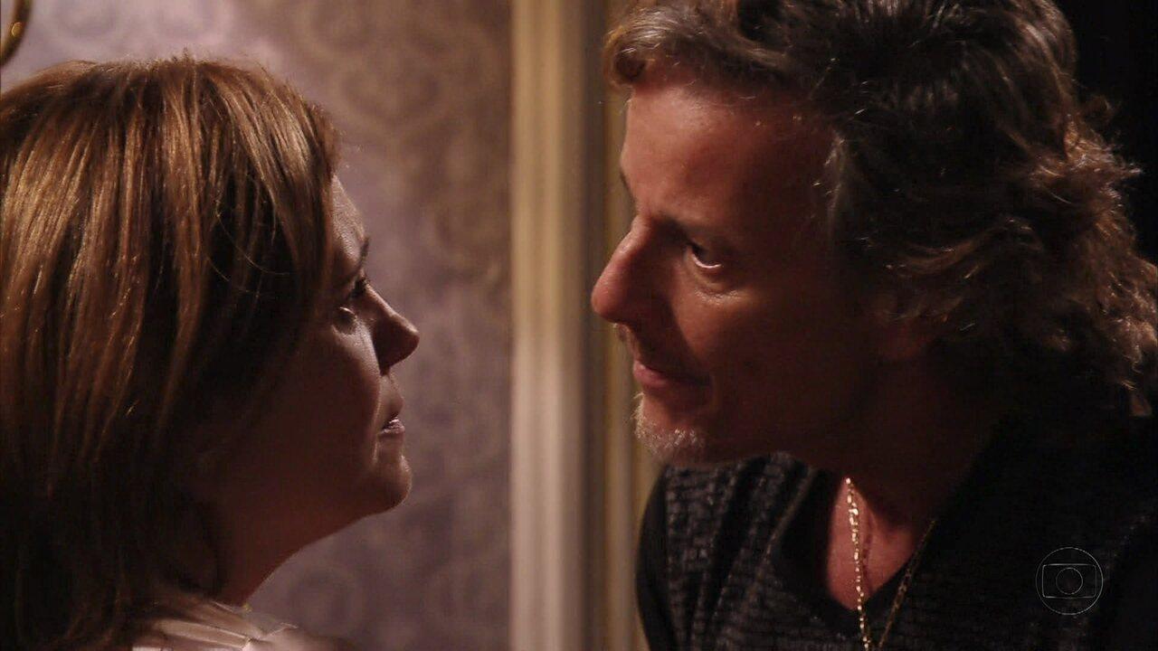 Avenida Brasil - Capítulo de sexta-feira, dia 17/08/2012, na íntegra - Max avisa a Carminha: 'Jorginho já sabe que sou o pai'