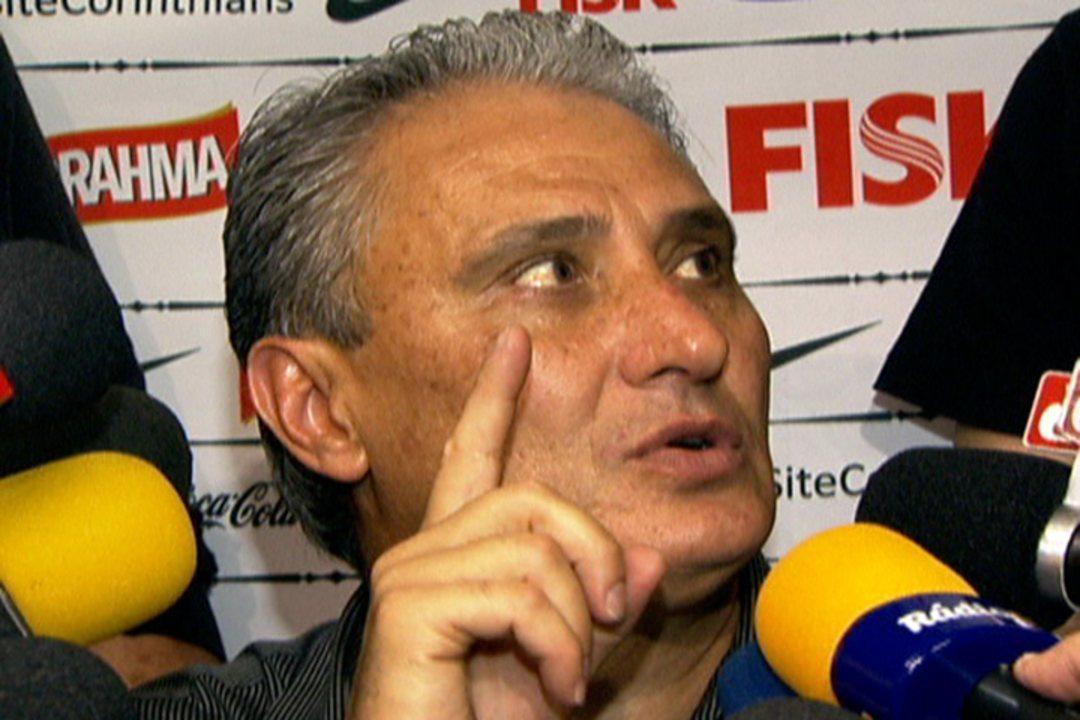 Como técnico do Corinthians, Tite critica arbitragem e Neymar