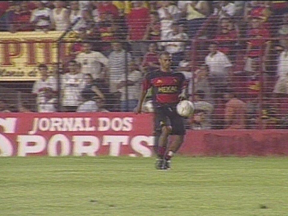 Em 2002, brincadeira de jogador causa confusão na vitória do Sport sobre o Botafogo-SP