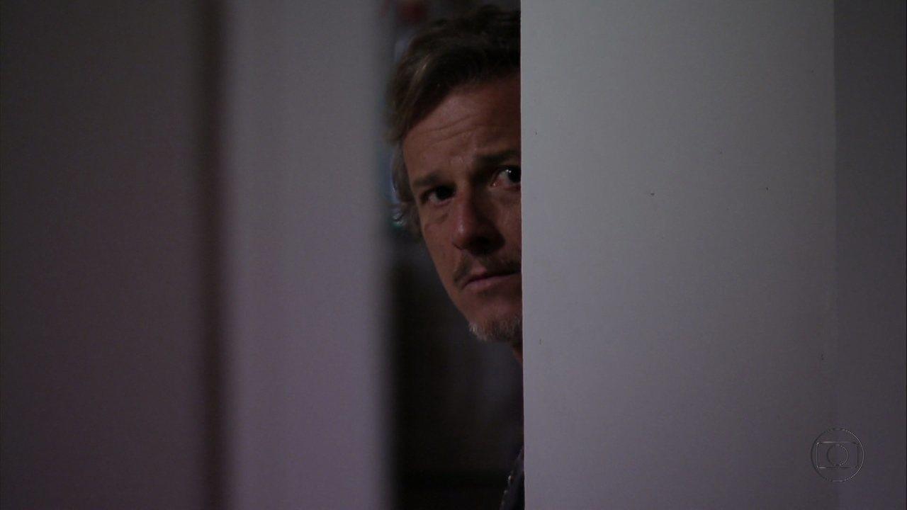 Avenida Brasil - capítulo de terça-feira, dia 28/08/2012, na íntegra - Max ouve Nina dizer que ficou com o dinheiro do sequestro