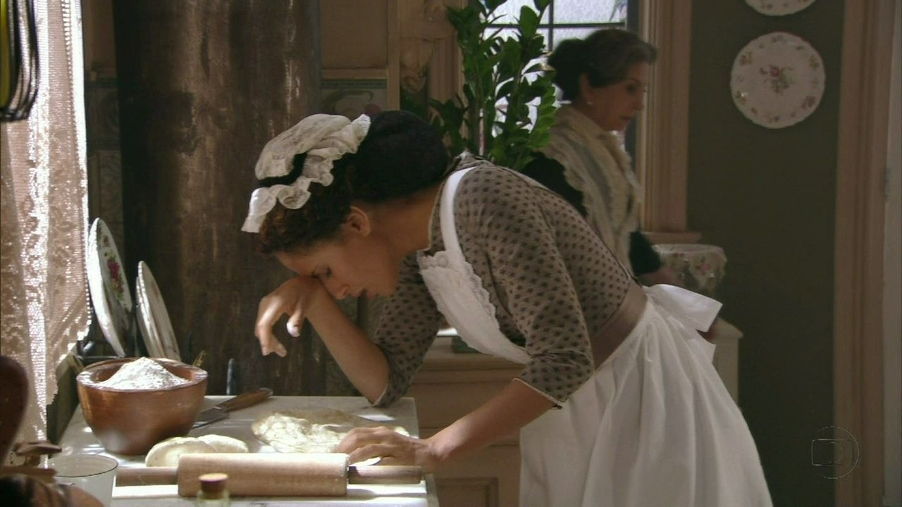 Lado a Lado, capítulo de sexta-feira, dia 28/09/2012, na íntegra - Isabel sente-se mal durante o jantar e Zé Maria fica preocupado
