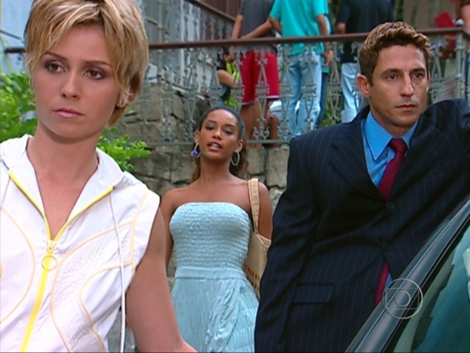 Da Cor do Pecado - Capítulo de sexta-feira, dia 19/10/2012, na íntegra - Preta segue Kaike e descobre que ele trabalha com Bárbara. Dionísio desafia Solano.