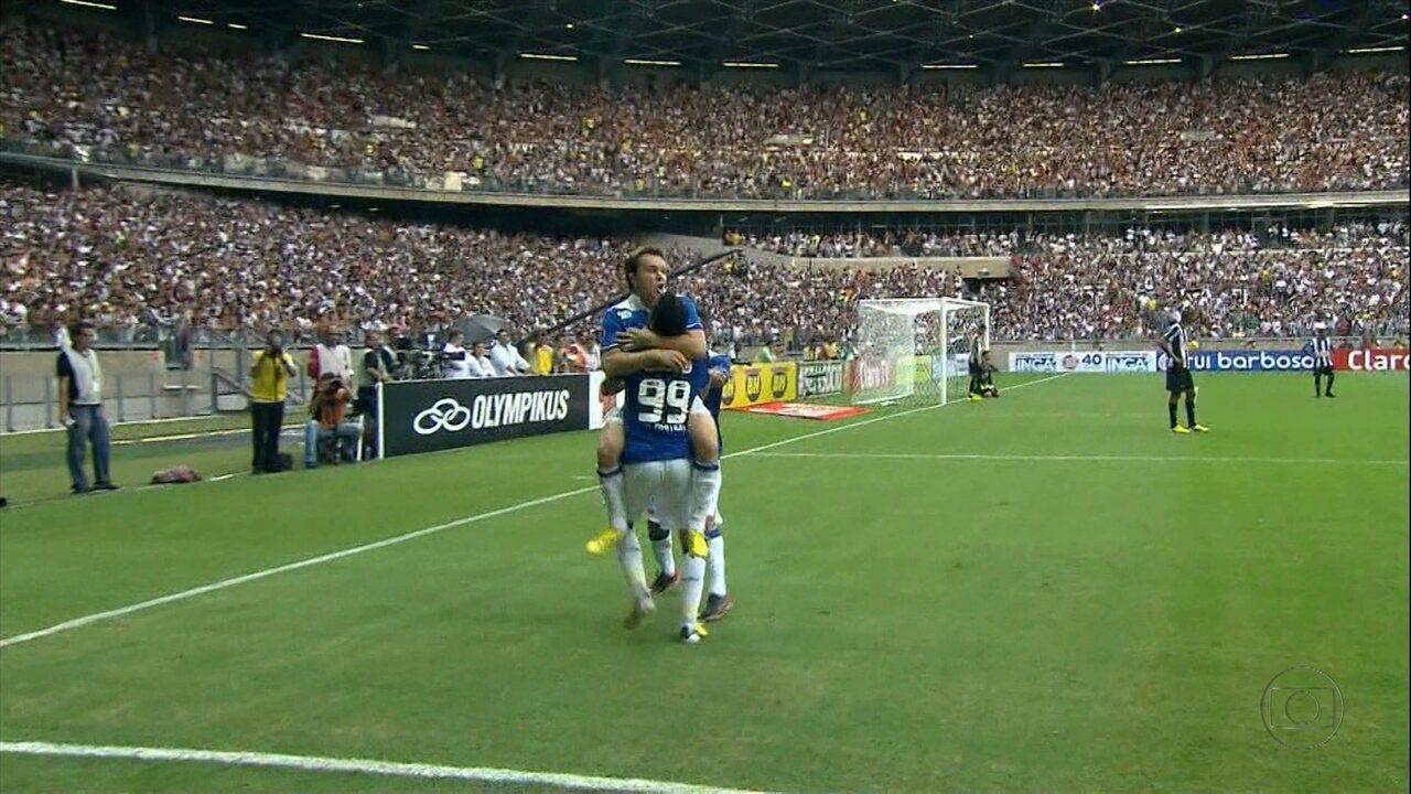 Cruzeiro vence o Atlético-MG por 2 a 1 na reinauguração do Mineirão