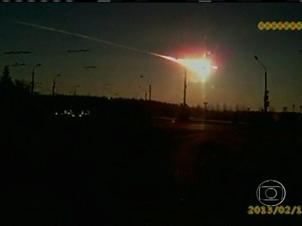 Meteoro deixa quase mil pessoas feridas e causa destruição na Rússia