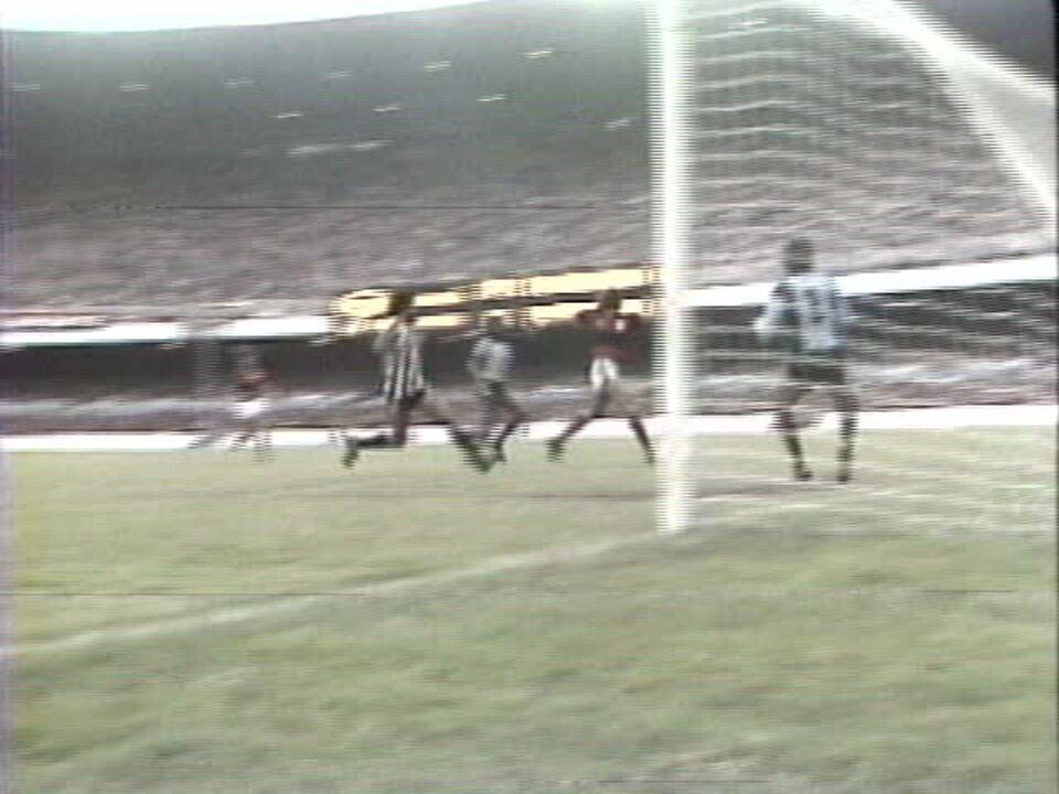 Em 1981, Flamengo vence o Botafogo por 6 a 0 pelo Campeonato Carioca