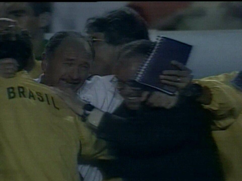 Em 2001, Brasil vence o Paraguai por 2 a 0 e se aproxima de vaga na Copa do Mundo