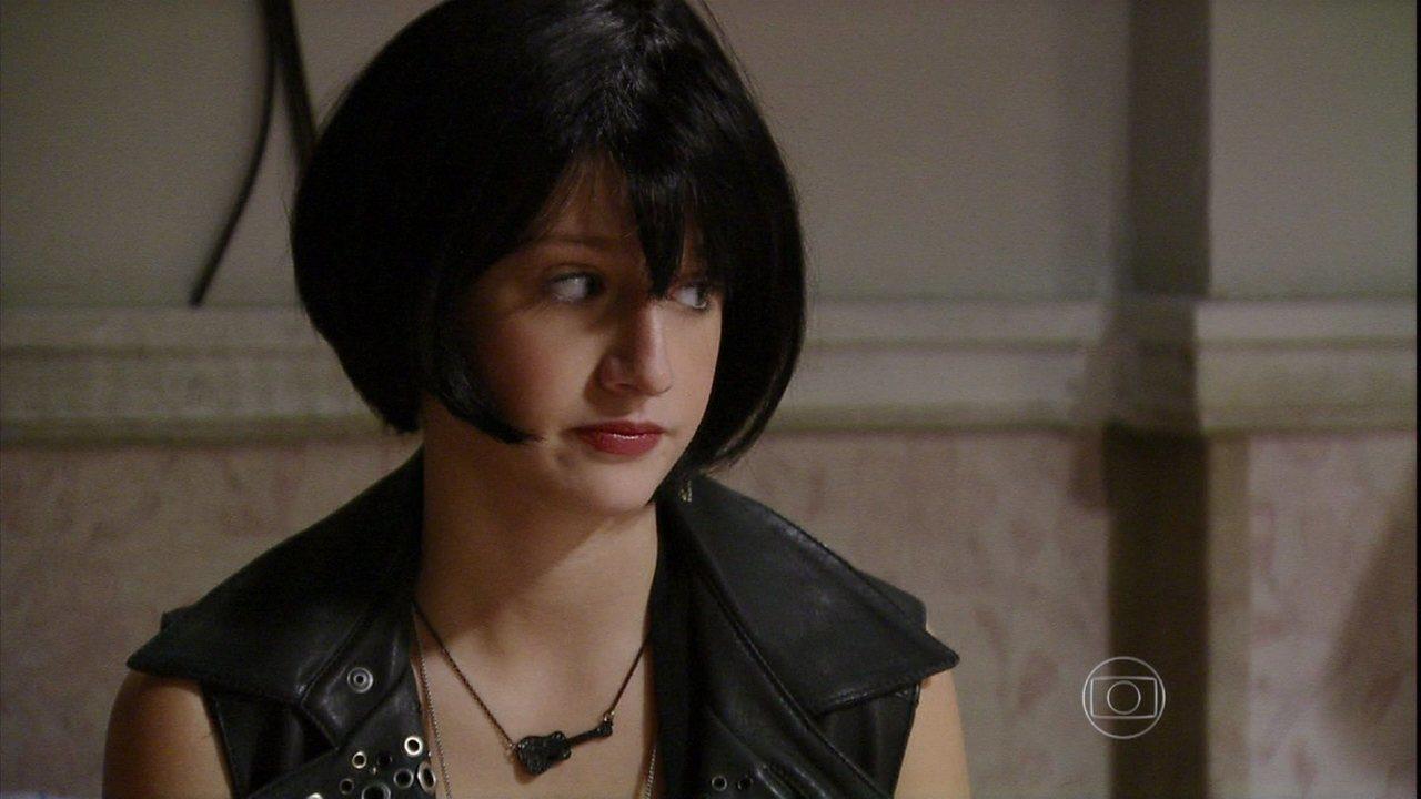 Malhação - Capítulo de quarta-feira, dia 04/09/2013, na íntegra - Clara e Guilherme ajudam Giovana a se transformar em Vânia Gil