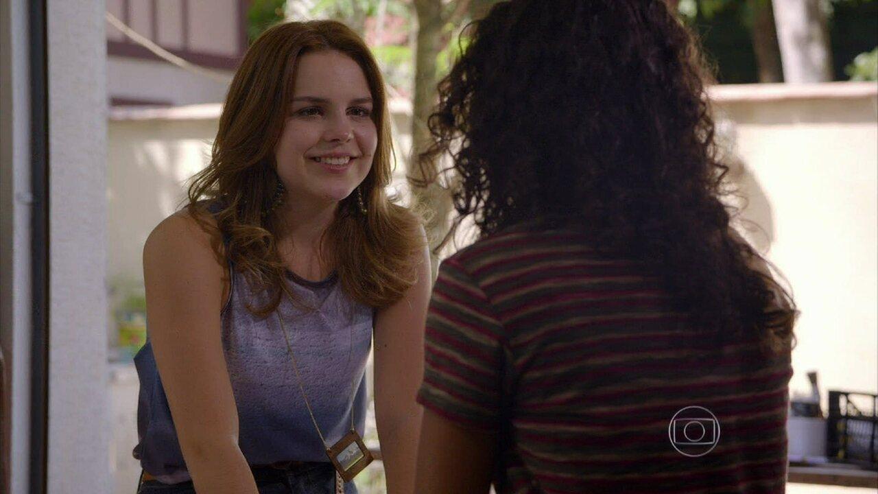 Malhação - Capítulo de quarta-feira, dia 02/10/2013, na íntegra - Anita conta para Julia que está namorando Ben