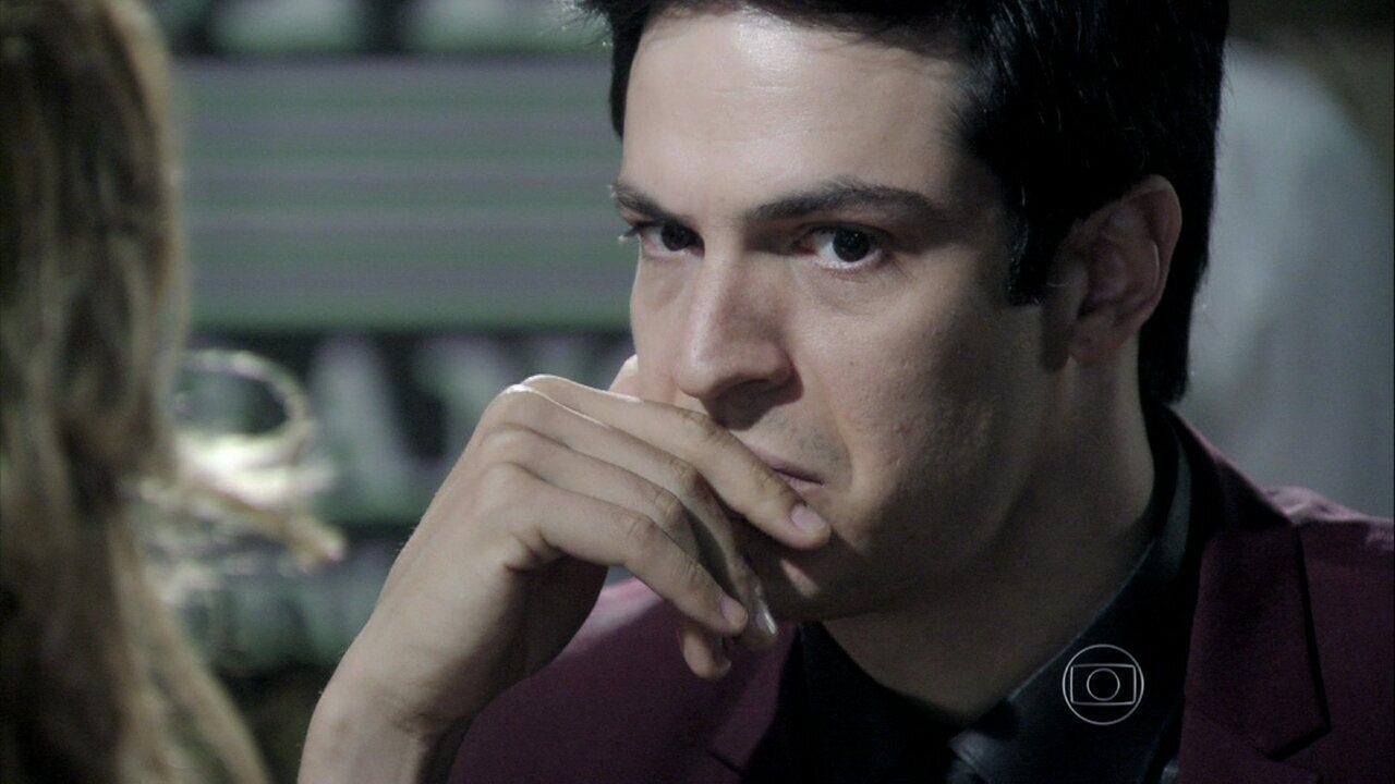 Amor à Vida - capítulo de sexta-feira, dia 01/11/2013, na íntegra - Félix decide investigar o nascimento de Jonathan