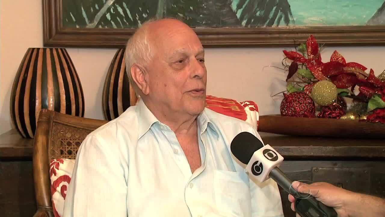 Cineasta Nelson Pereira dos Santos é homenageado por medalha de mérito em Alagoas