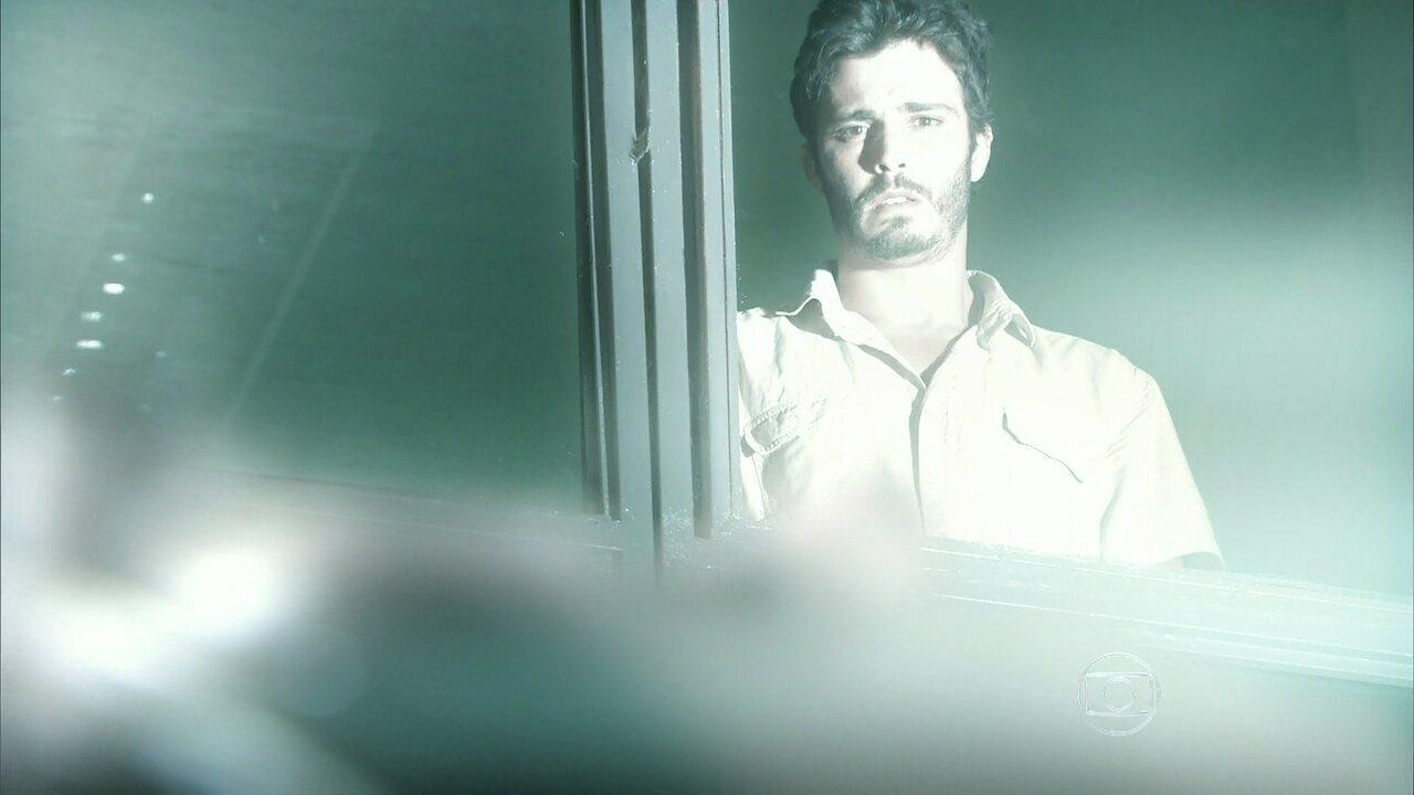 Além do Horizonte - capítulo de terça-feira, dia 07/01/2014, na íntegra - William vê Joana ser colocada em uma máquina