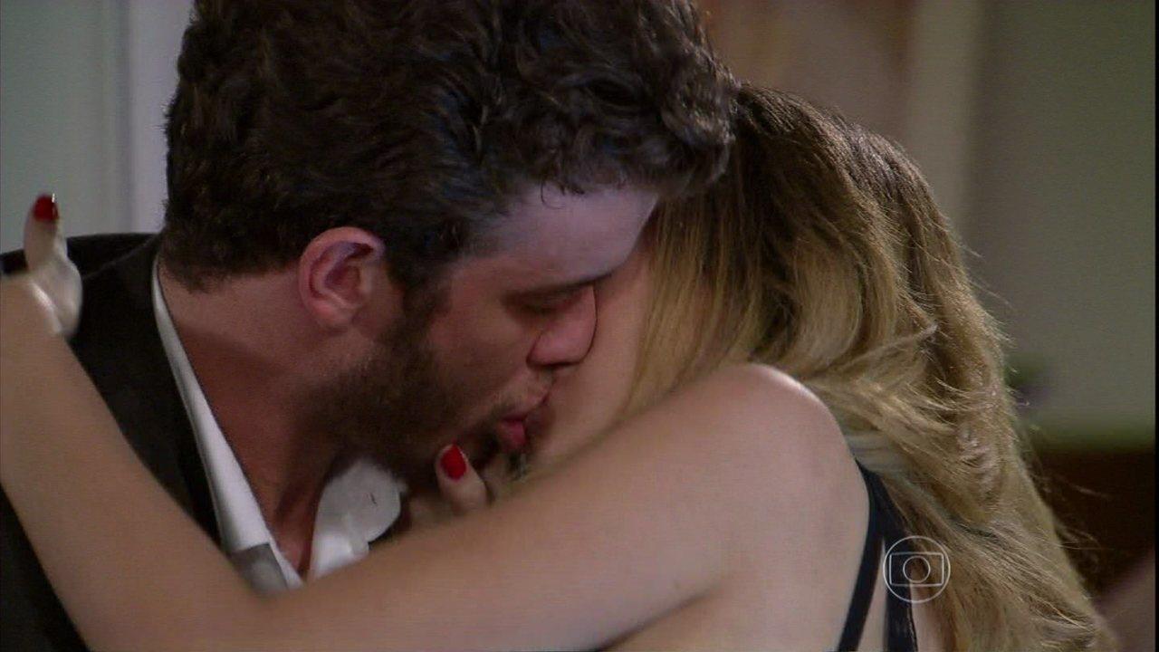 Malhação - Capítulo de terça-feira, dia 21/01/2014, na íntegra - Sidney e Sofia se beijam