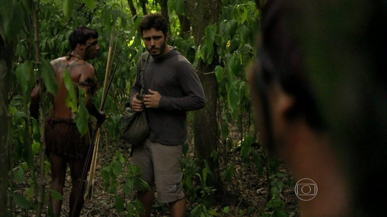 Além do Horizonte - Capítulo de Terça-Feira, dia 21/01/2014, na íntegra - Tribo de indígenas captura William na mata
