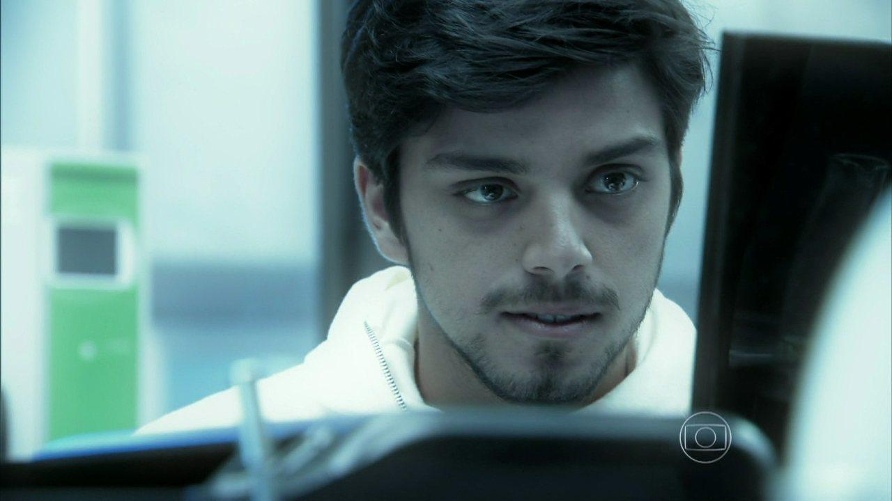 Além do Horizonte - capítulo de segunda-feira, dia 10/02/2014, na íntegra - Marlon quer se afastar de Lili