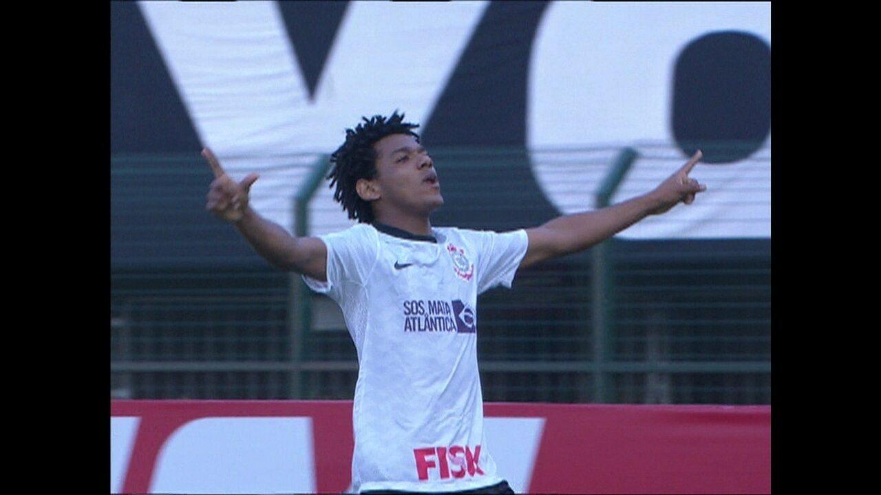 Romarinho mantém mística e marca mais uma vez contra o Palmeiras