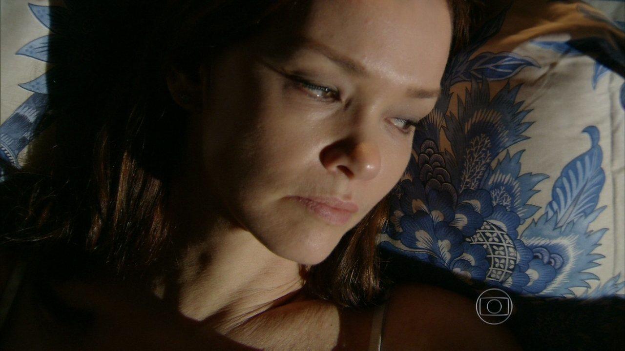 Em Família - Capítulo de segunda-feira, dia 17/02/2014, na íntegra - Helena não quer que Laerte se aproxime de Luiza