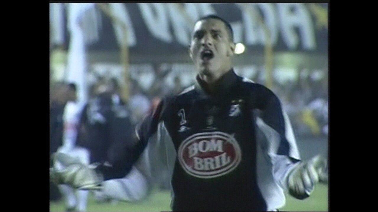 Em 2003, Santos vence Nacional, nos pênaltis, pela Libertadores