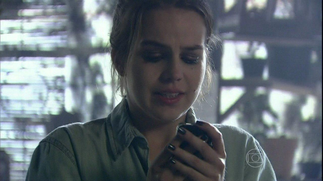 Malhação - Capítulo de quarta feira, dia 09/04/2014, na íntegra - Anita encontra o celular de Antônio