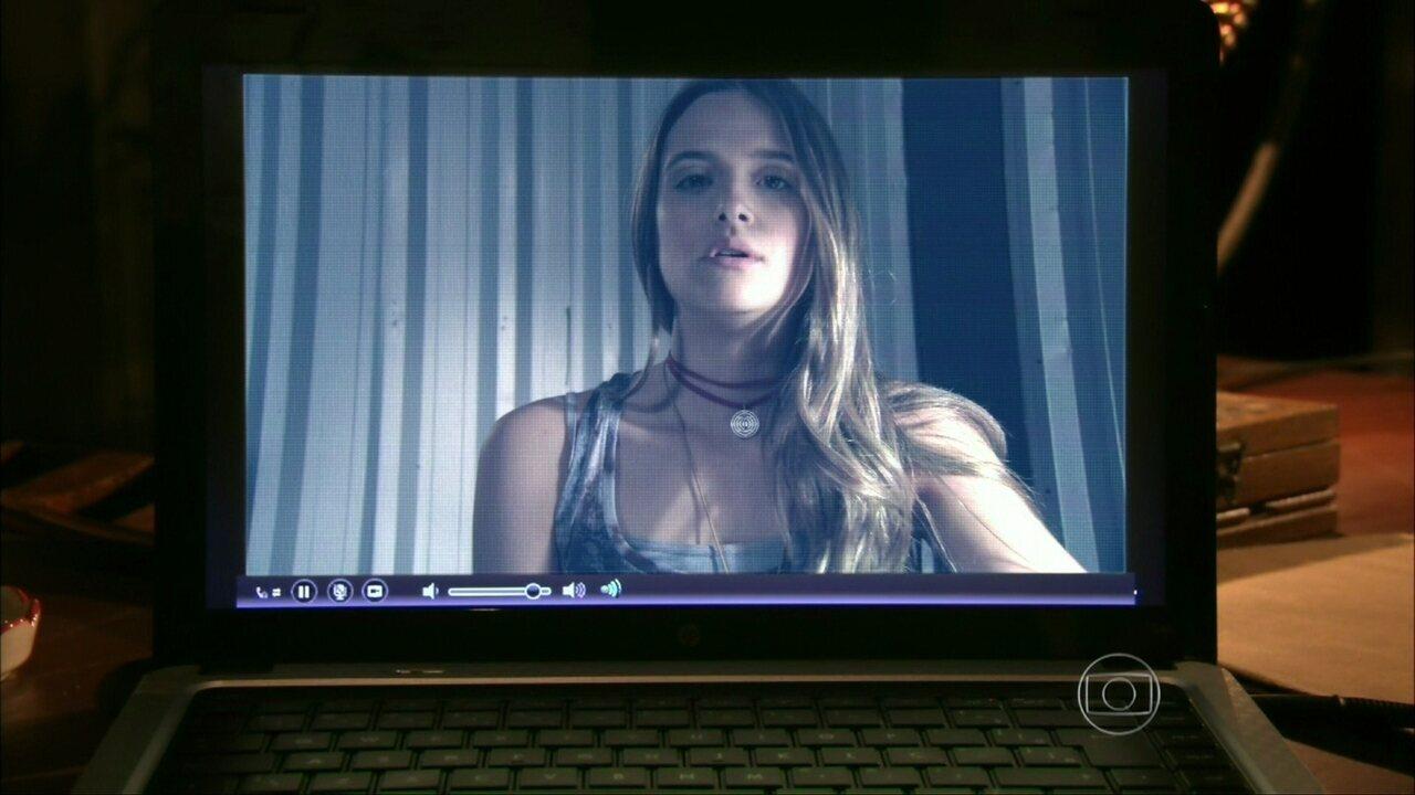 Além do Horizonte - capítulo de quinta-feira, dia 10/04/2014, na íntegra - Lili descobre que Fátima deixou a fórmula dentro do dossiê, que está com LC