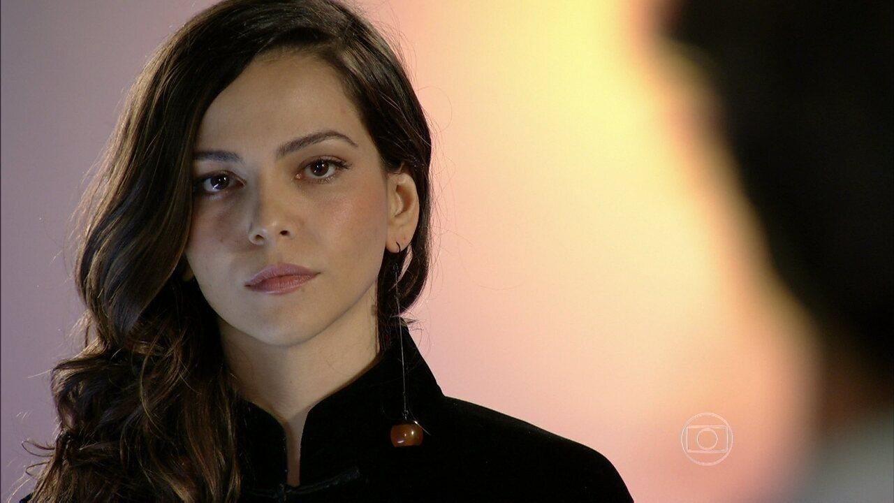 Em Família - Capítulo de quinta-feira, dia 10/04/2014, na íntegra - Cadu vai atrás de Marina para acertar as contas