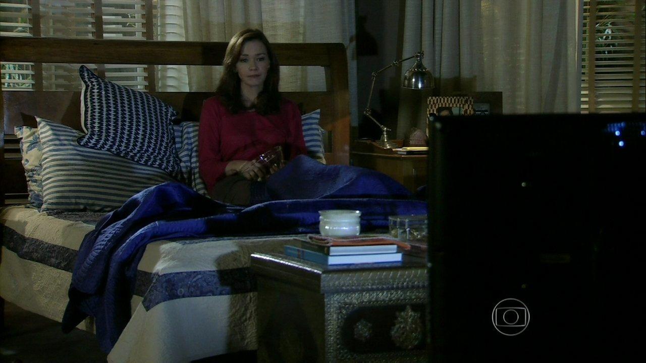 Em Família - Capítulo de quinta-feira, dia 24/04/2014, na íntegra - Helena flagra ligação de Laerte para Luiza